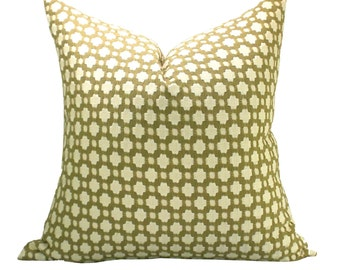 Betwixt pillow cover in Biscuit/Ivory
