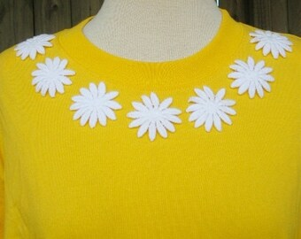Vintage 80s yellow embroidered daisy shirt medium b38 nos nwt  chaus sport crazy daisy