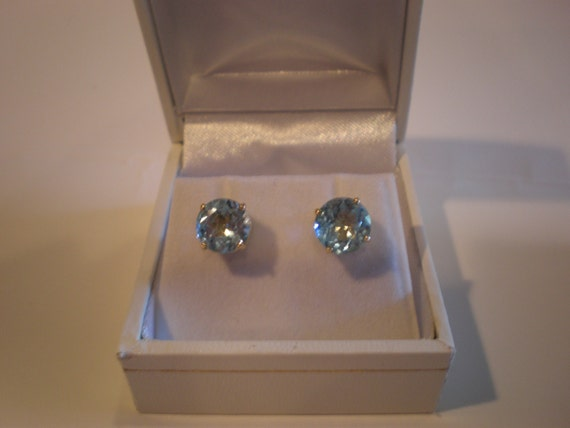 Gorgeous Flash for Christmas -- 8mm Round Sky blue topaz gemstones set in 14K yellow gold stud earrings