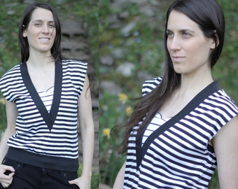 1980s Stripes V-Neck Sweater Vintage/Upcycled Black & White Shirt - Size M