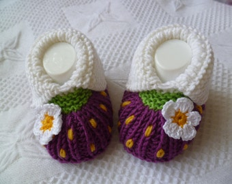 Knitting pattern baby shoes, -blackberry- approx 3 1/2 inches PDF