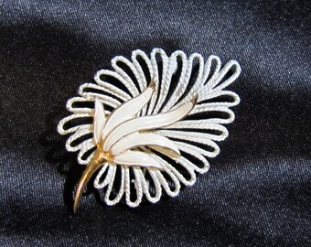 Unmarked 1950's Enameled Leaf Brooch