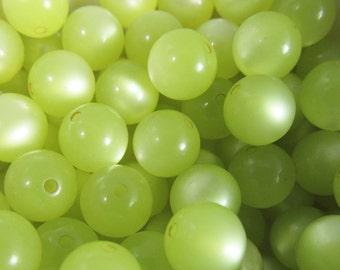 60 Vintage Lucite 9mm Pear Green Moonglow Beads Bd831
