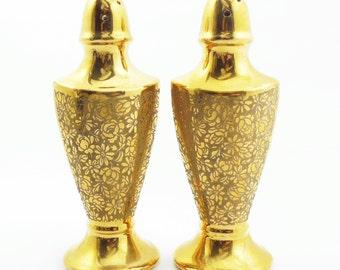 Salt and pepper shakers - Gold porcelain salt and pepper shaker set with roses and daisies - Festive salt pepper set