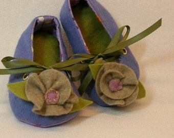 Periwinkle soft soled baby shoes-  wool felt- hand appliqued rosettes- purple print soles-size small