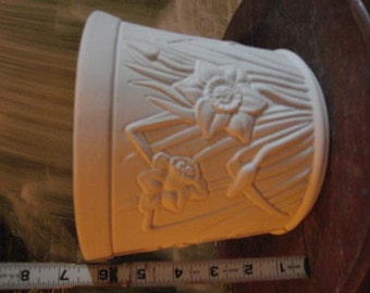 Daffodil Vase, Daffodil Pot, Daffodlil Planter, Flower Pot, garden Pot,Ceramic u-paint, Patio Pot, Ready to paint, u-paint, Ceramic Bisque