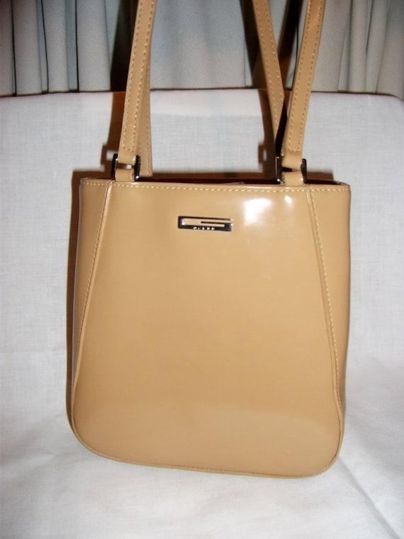 Vintage Ladies Guess Purse Shoulder Bag Only 15 Usd