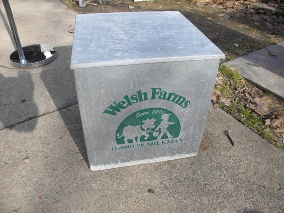 nice big solid shape galvanized WELSH FARMS metal delivery dairy porch advertising MILK bottle box