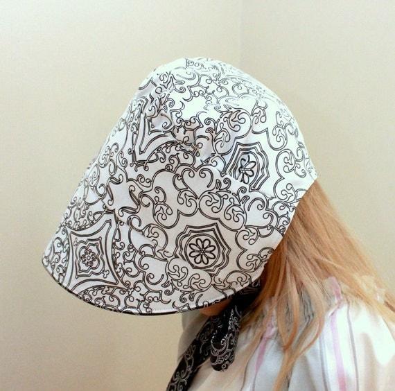Girls sun hat. Baby bonnet. Black and white Reversible bonnet. Custom size.