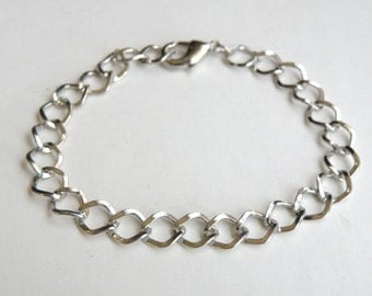 2 Twisted curb 7.5 inch Platinum finish chain charm bracelet with lobster claw clasp 8x7mm links DB14195