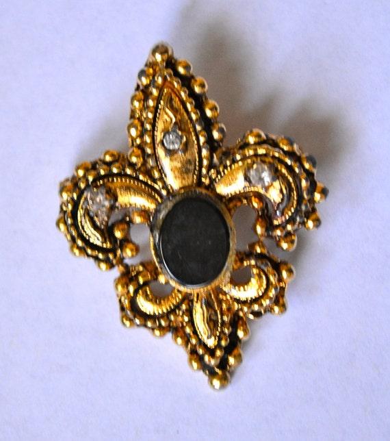 Fleur de Lis  Brooch, Antique Gold Tone, Large Black Stone Victorian Style, Estate Sale, Item No. B409