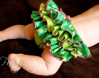 Beautiful Parley Ray St. Patricks Day Shamrock Ruffled Diaper Cover Baby Bloomers/ Photo Prop
