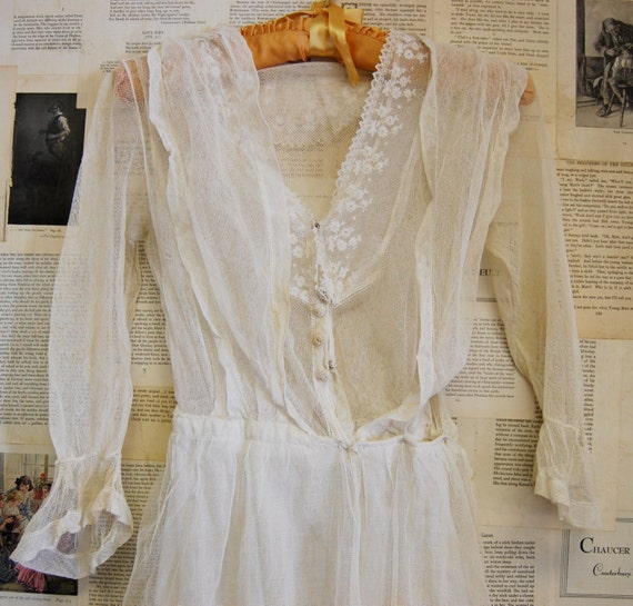 Vintage Late 1800s or Early 1900s Women's White Cotton Netting Wedding Dress