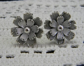 Vintage Lisner signed silver tone flower clip on earrings