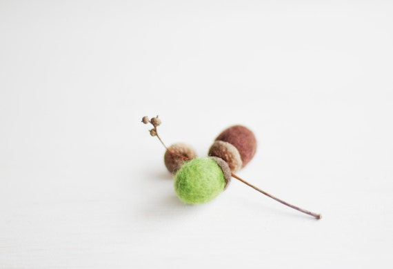 Ready to ship - Felted acorns for home decoration - Set of 8 / Brown Green / Handmade Holidays ornament / Woodland / Christmas decor