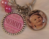 Mommy Keychain, Mommy Necklace, Grandma, Nana, Mothers Day, Bezel Pendant, Gift for mom