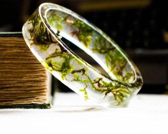 resin bangle bracelet full of floating real botanical emerald green moss. studiobotanica. fashion.