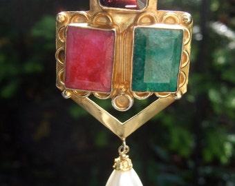 Elegant Jeweled Semi Precious Pendant Necklace c 1980