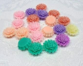 197-20 Cabochons en résine, fleur, 13,5 mm de diamètre, épaisseur 5mm  20 pièces