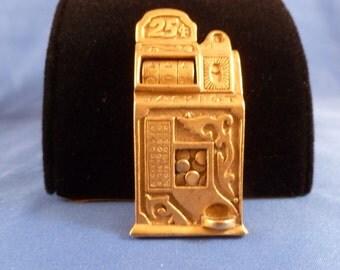 Slot machine Gold brooch.