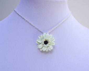 Gerbera Daisy Flower Necklace, Flower Necklace, Spring /Summer Flower Necklace,  Flower Girl Necklace, Bridesmaid Necklace