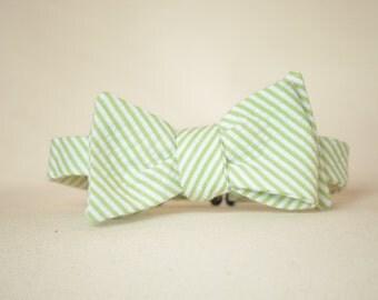 Boy's Bow tie in Green Seersucker