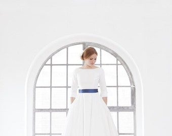 Tea-length wedding dress with sleeves, low cut back, 50s style
