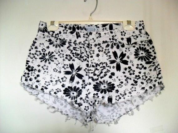Calvin Klein Monochrome High Waisted Floral Shorts VINTAGE