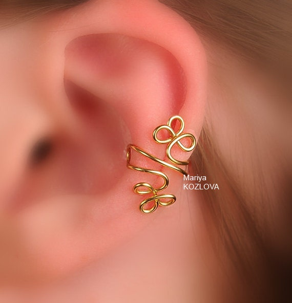 Left/ Right  Ear Cartilage Cuff Celtic Clover or Klee Leaves -  Gold Color. Shamrocks, no piercing jewellery
