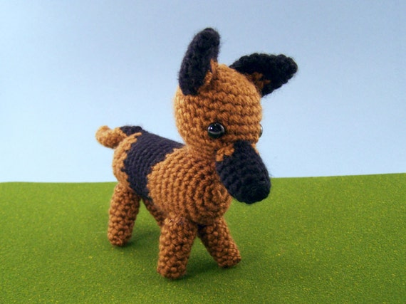 Lou the German Shepherd Crochet Pattern |Crochet German Shepherd