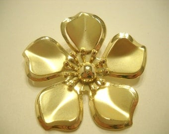Vintage GOLD TONE FLOWER Brooch (7713)