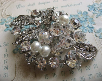 Love portion Victorian pearls and rhinestone crystals wedding bridal bridesmaids flower girls brooch pin, crystals brooch, wedding brooch