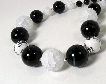 Exquisite Black Onyx & White Agate Necklace