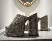 Vintage 70's inspired Le Chateau animal print 6 inch high PLATFORM shoes size 7.5