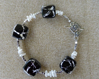 Stunning Black and White Bracelet for the Sophisticated Taste