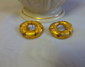 Stunning gold tone metal pierced earrings