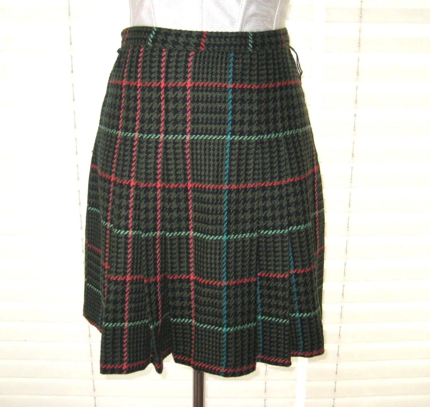 Private Schooled Plaid Skirt cuz they've been bad baby! Teach 'em a lesson in this cute AF pleated mini skirt that has a plaid detail all ova N' side button closures.