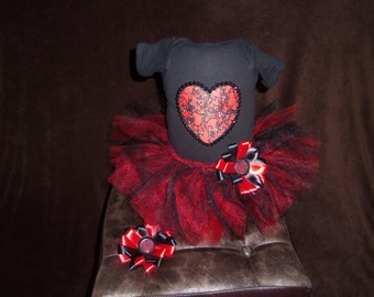 custom made 3pc  Heart short sleeve tutu set infant size NB with matching bottlecap hairbow
