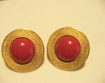 Quality Napier Gold tone Ring Surrounds Bright Red Half Moon Center Screwback Earrings