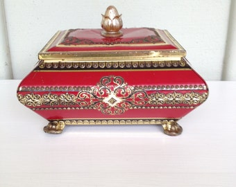Beautiful Vintage Tin Box