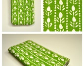 Sleeve for iPhone or HTC with natural scandinavian green pattern