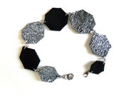 Metallic leather bracelet in black and textured silver diamond shapes