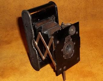 Vintage Eastman Kodak  Vest Pocket Kodak c. 1912 Small folding Black Camera