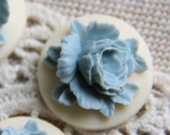 12 Pcs of Resin flower cabochon 18mm-RC0135-5-blue on white