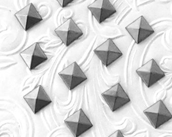 "100/500/1000 Pcs - 7mm Antique Silver Pyramid Studs (approx. 1/4"") Metal Korean Quality Hot Fix (HotFix) Iron On or Glue On Flat back Studs"