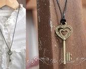Rustic Key Necklace.Black Leather Chocker.Rustic Wedding Favor.Long Women Necklace.Black Leather Necklace.Antique Bronze Key Necklace