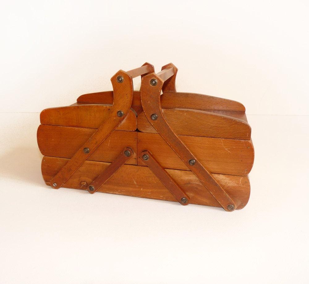 Petite travailleuse vintage en bois petite bo te couture for Travailleuse boite couture ancienne