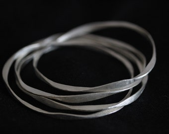 Four hammered interlocked  silver bangles (B0013)