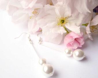 Elegant white pearls earrings