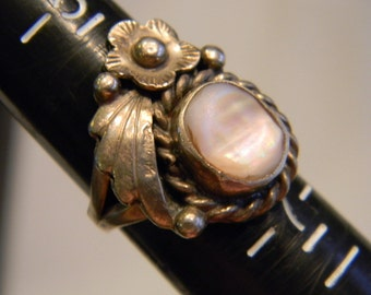 Awsome Hand Made Sterling Silver 925 Native American Flower Setting With Mother Of Pearl Ring Size 6.25, 6.2 Grams #4469